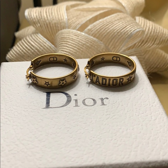 Dior Jewelry - J'Adior asymmetric hoops